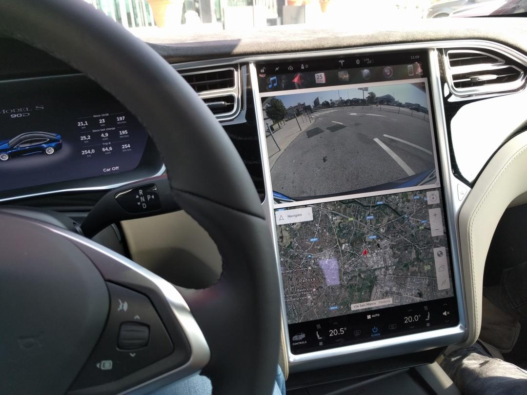 steering-wheel-LCD